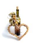 Vinkorkar i form av hjärta och en flaska av vin Royaltyfri Fotografi