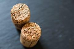 Vinkorkar med tandstenkristaller arkivfoto