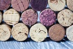 Vinkorktextur skillnad Olika färgvinkorkar Arkivbild