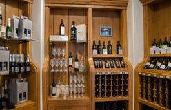 Vinlagret av den Sterling Vineyards vinodlingen royaltyfri foto