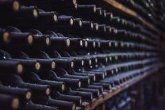 Vinlagring i källaren Amerika: royaltyfri fotografi