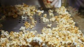 Vinnande mikrovågpopcorn för skyffel lager videofilmer