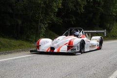 Vinnares tävlings- bil på spåret Fotografering för Bildbyråer