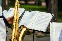 Vinnitsa, de Oekraïne - 23 Augustus, 2016 Gouden saxofoon met vlekken  Stock Afbeeldingen