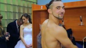 VINNITSA, UCRÂNIA - 12 DE DEZEMBRO: Noiva da competição do ano video estoque