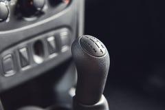 Vinnitsa, Ucr?nia - 2 de abril de 2019 Renault Logan MCV - apresenta??o nova do carro modelo na sala de exposi??es - transmiss?o fotos de stock