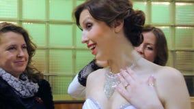 VINNITSA, UCRAINA - 12 DICEMBRE: Sposa della concorrenza dell'anno stock footage