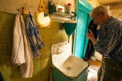 VINNITSY, RÚSSIA - ancião Veps - povos fino-úgricos pequenos que vivem no território da região de Leninegrado Fotografia de Stock Royalty Free