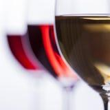 Vino bianco con bokeh meraviglioso Immagini Stock Libere da Diritti