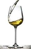 Vino bianco di versamento Immagini Stock