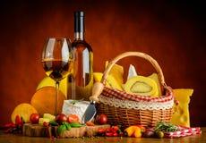 Vino bianco e formaggio Fotografia Stock