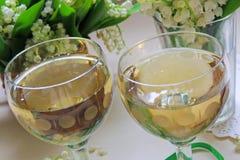 Vino blanco en el vidrio Foto de archivo libre de regalías