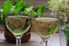 Vino blanco en el vidrio Fotografía de archivo