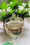 Vino blanco en el vidrio Imagenes de archivo