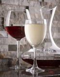 vino blanco rojo y Imagen de archivo libre de regalías