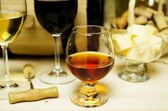 Vino blanco rojo y, brandy Imagenes de archivo