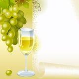 Vino blanco verde del uva y de cristal Fotografía de archivo