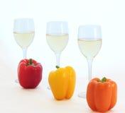 Vino blanco y paprikas Fotos de archivo