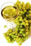 Vino blanco y uva Imágenes de archivo libres de regalías