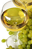 Vino blanco y uva Imagen de archivo