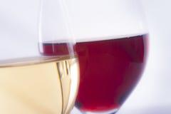 Vino blanco y vino rojo Imágenes de archivo libres de regalías