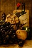 vino del cráneo y de la uva Imagen de archivo