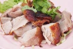Vino del Reno tedesco tagliato della carne di maiale sul piatto Fotografia Stock Libera da Diritti