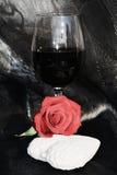 Vino del romance, color de rosa y rojo Imagen del amor, cierre para arriba Imágenes de archivo libres de regalías