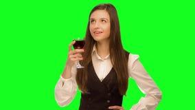 vino della bevanda della donna e gode di archivi video