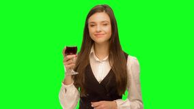 vino della bevanda della donna e gode di stock footage
