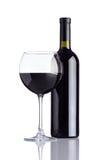 Vino della bottiglia e del bicchiere di vino su fondo bianco Immagine Stock Libera da Diritti