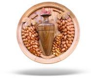 Vino di legno di concetto e reticolo dell'uva isolato Fotografie Stock Libere da Diritti