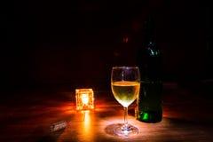 Vino e candela Immagini Stock