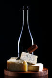 Vino e formaggio fresco fotografia stock libera da diritti