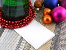 Vino e perle, palle di natale messe e carta vuota Fotografia Stock Libera da Diritti