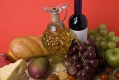 Vino, fruta, queso y pan Foto de archivo libre de regalías