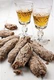 Vino liquoroso italiano di CookieTuscany Vinsanto dei biscotti Fotografie Stock Libere da Diritti