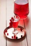 Vino o licor rojo de la baya Imagen de archivo libre de regalías