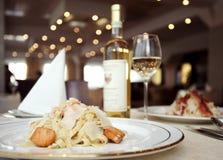 Vino, pesce, pasta Immagini Stock Libere da Diritti