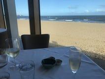 Vino pranzante fine della spiaggia Fotografia Stock Libera da Diritti