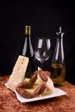 Vino, queso y salchichas Fotografía de archivo libre de regalías