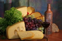 Vino, queso y uva Fotos de archivo libres de regalías