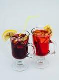 Vino reflexionado sobre bebida Imagen de archivo libre de regalías