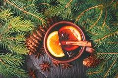 Vino reflexionado sobre caliente Invierno y caída La Navidad y días de fiesta Foto de archivo libre de regalías