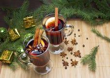 Vino reflexionado sobre con las bebidas calientes del especia-invierno Anís de estrella, canela imagen de archivo libre de regalías