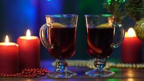 Vino reflexionado sobre en la celebración de la noche del partido del Año Nuevo y de la bebida deliciosa de la Navidad para la es metrajes