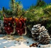 Vino reflexionado sobre en vida de la Navidad aún Imagenes de archivo