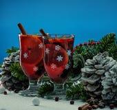 Vino reflexionado sobre en vida de la Navidad aún Foto de archivo libre de regalías