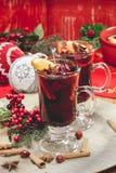 Vino reflexionado sobre la Navidad Fotos de archivo libres de regalías