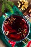 Vino reflexionado sobre para la Navidad imagen de archivo libre de regalías